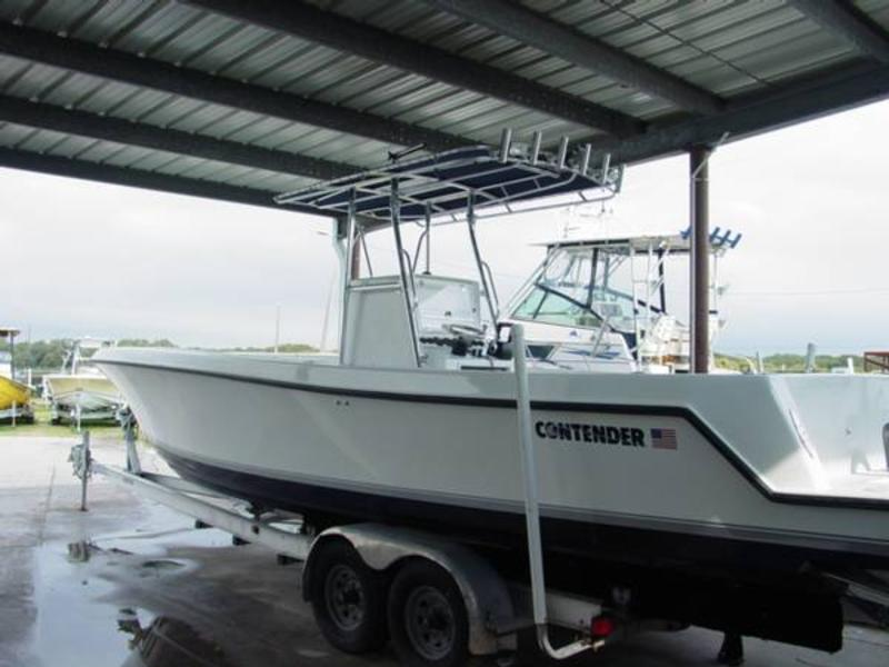 2007 Contender 31 Center Console located in Florida for sale