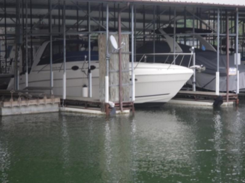 2000 Rinker Fiesta Vee 340 located in Missouri for sale