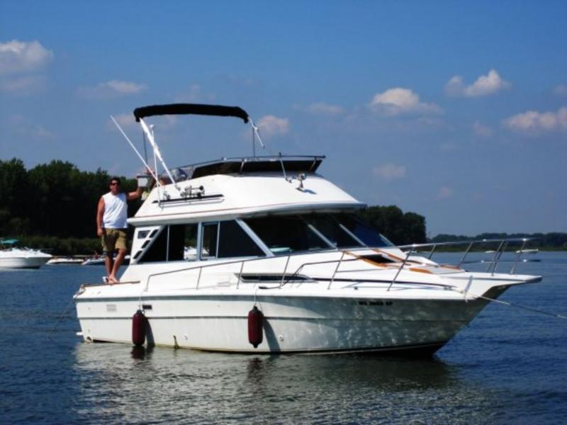 1981 Sea Ray 31 Sedan located in Wisconsin for sale