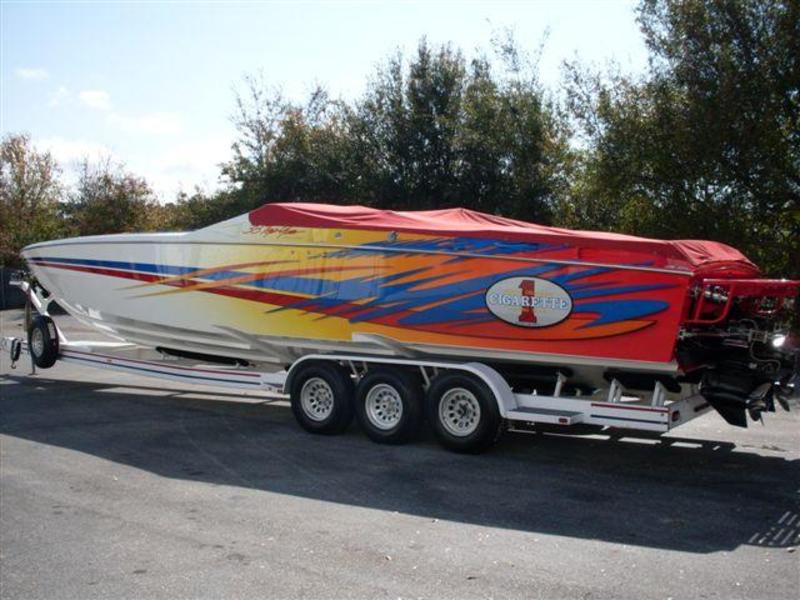 2001 Cigarette 38 Top Gun Twin Step located in Florida for sale