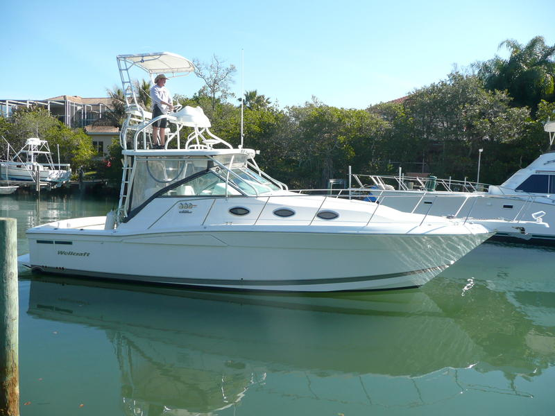 2006 Wellcraft 330 Coastal Diesels and Tower located in Florida for sale