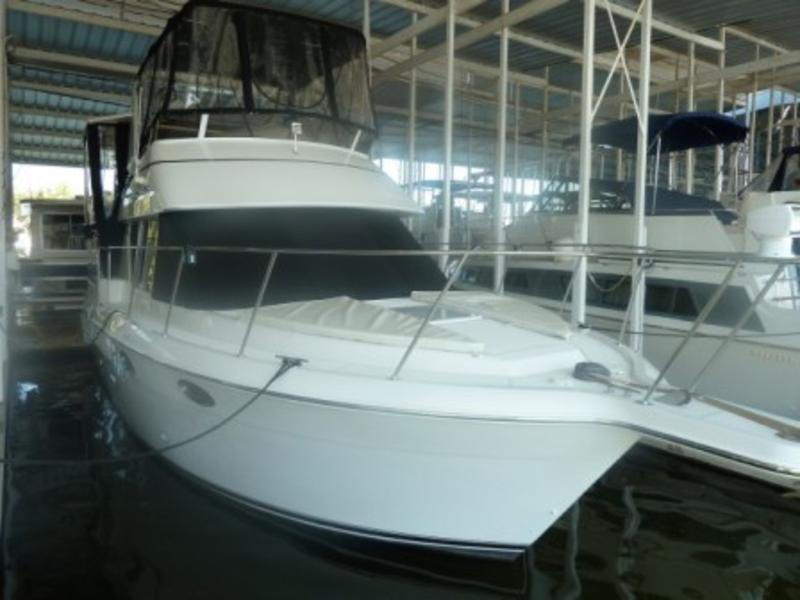 1998 Carver 325 Aft Cabin located in Kentucky for sale