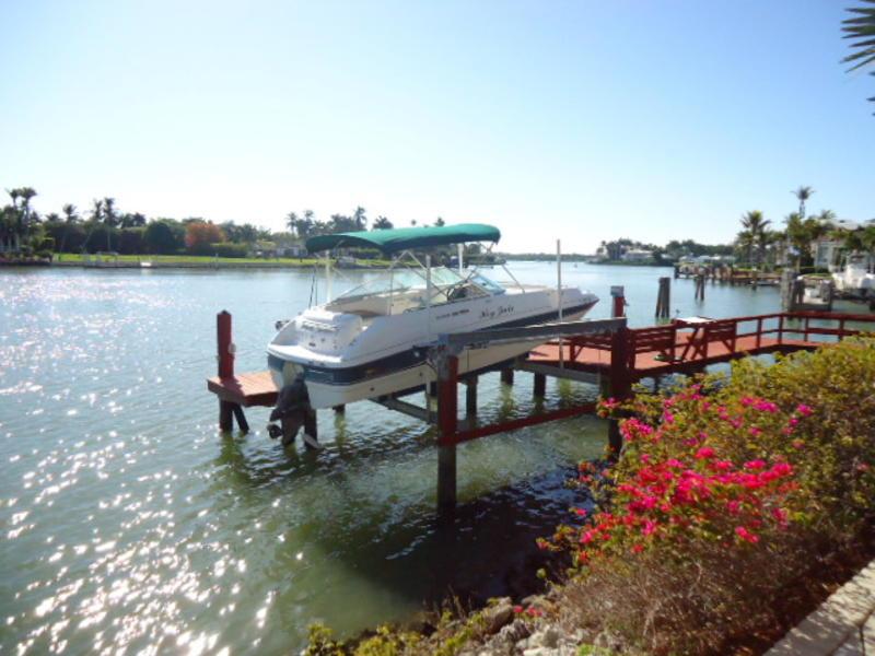 1999 Chaparral 23  Deck Boat located in Florida for sale