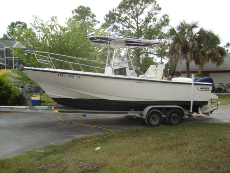 1996 Boston Whaler 25 Outrage Center Console located in Florida for sale