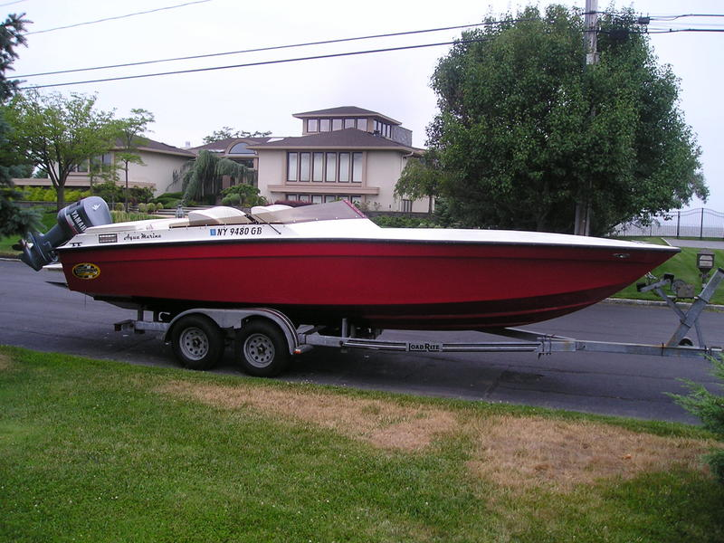 1988 BANANA POWER BOAT 24 located in New York for sale