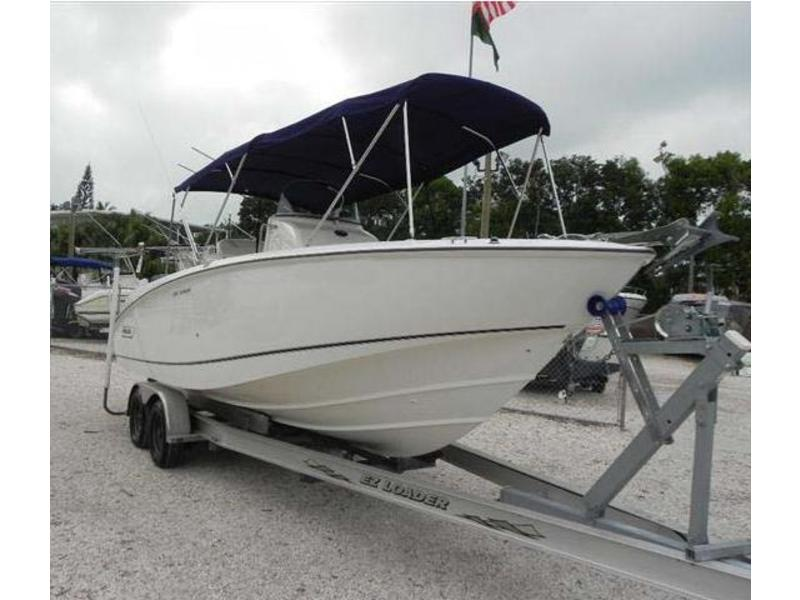 Boston Whaler Outrage 240c
