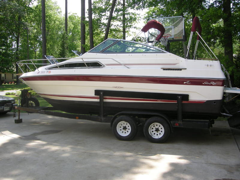 1989 SeaRay 230 Weekender located in Maryland for sale