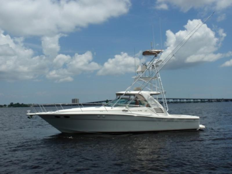 1999 Sea Ray 370 Express Cruiser located in Florida for sale