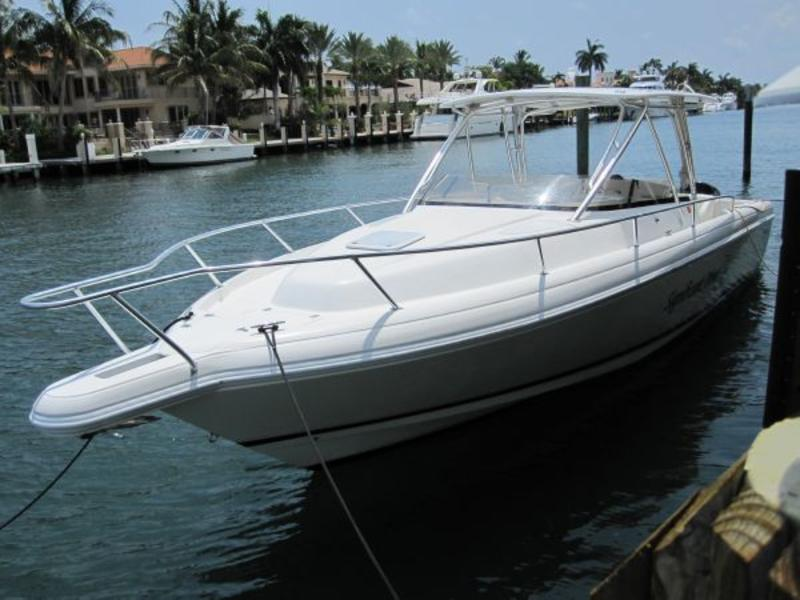2004 Intrepid 348 Walk Around located in Florida for sale