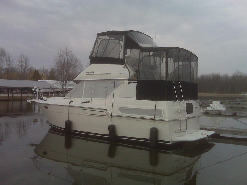 92 Carver 28 Flybridge located in  for sale