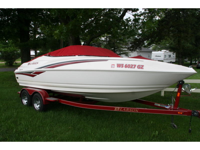 2006 Larson Senza 206 IO located in Wisconsin for sale