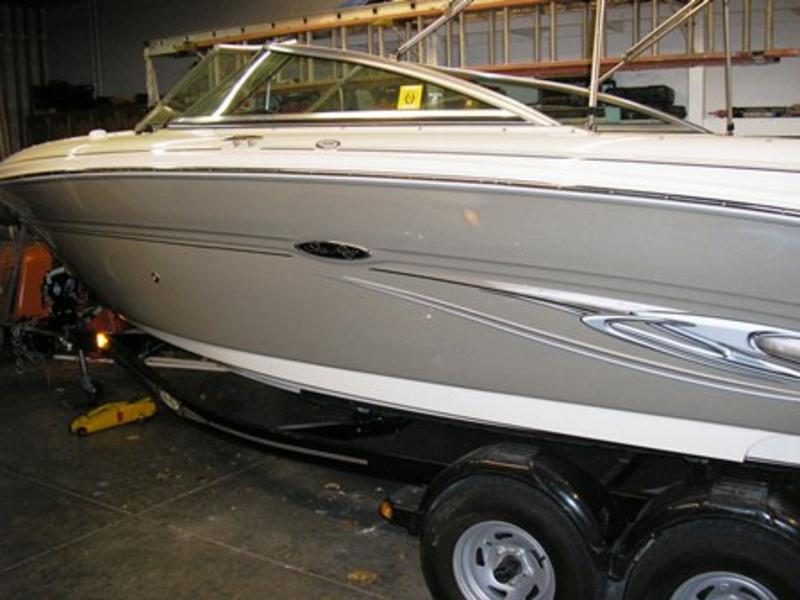2006 Sea Ray 220 Select located in Illinois for sale