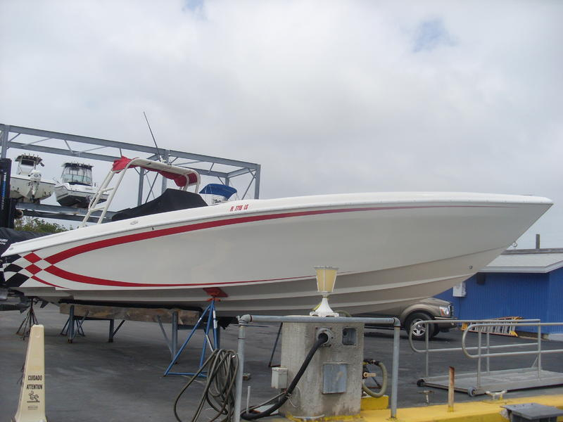 1997 outerlimit predator center console located in Florida for sale