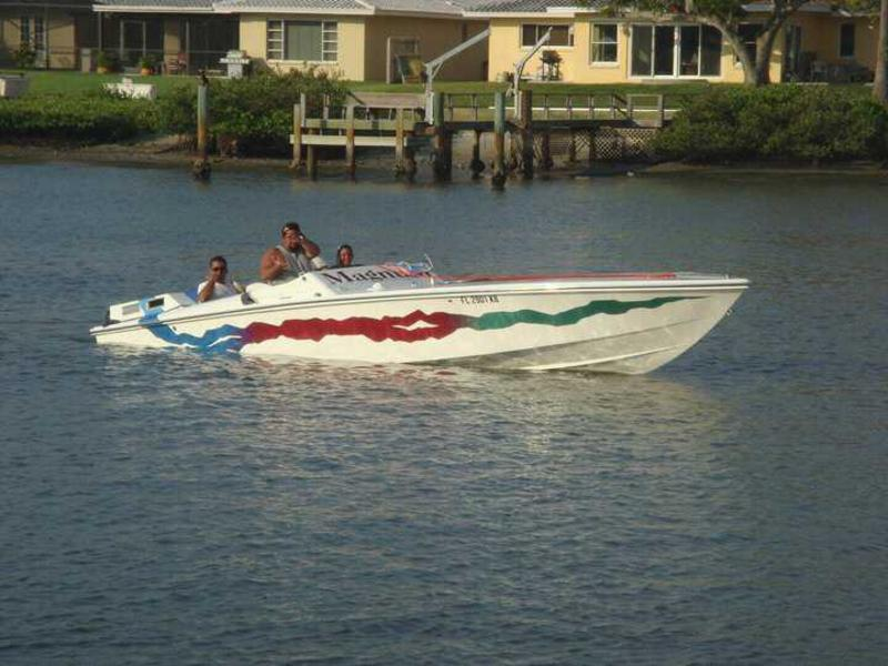 1973 magnum marine 27 classic located in Florida for sale