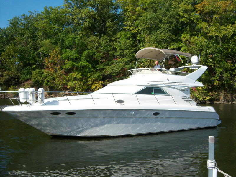 1997 Sea Ray 400 Sedan Bridge located in Florida for sale