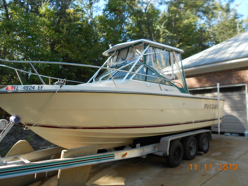 1986 Tiara Pursuit 2500 located in Alabama for sale