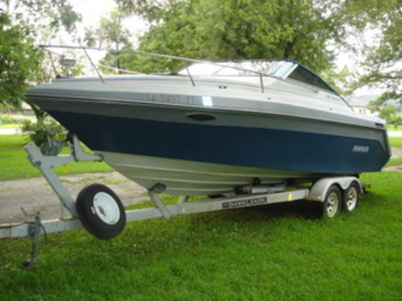 1988 Rinker 240 Festiva located in Minnesota for sale