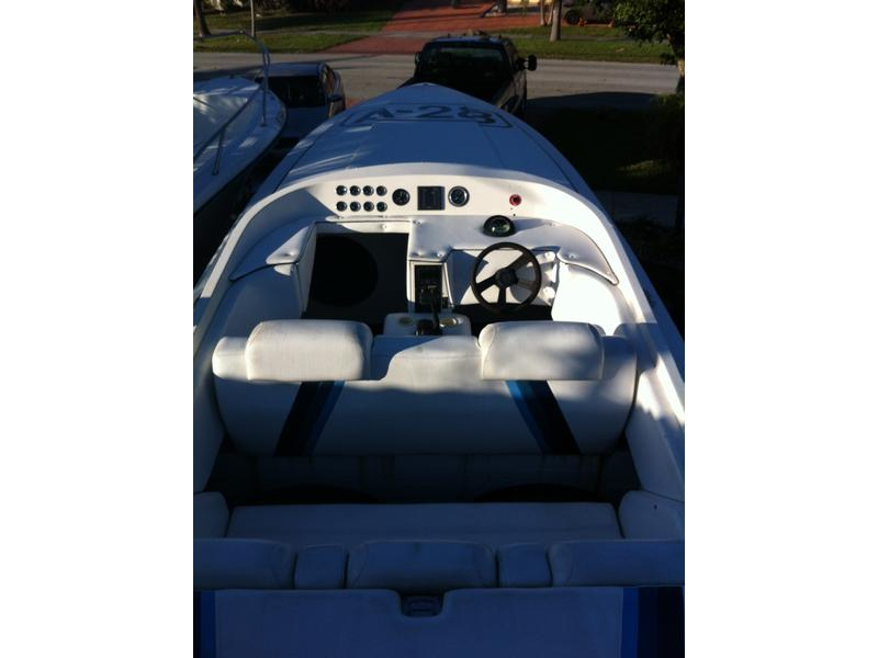 1994 RABCO 28 race located in Florida for sale