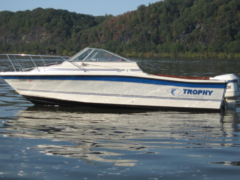 1988 bayliner 2102 fe located in Pennsylvania for sale