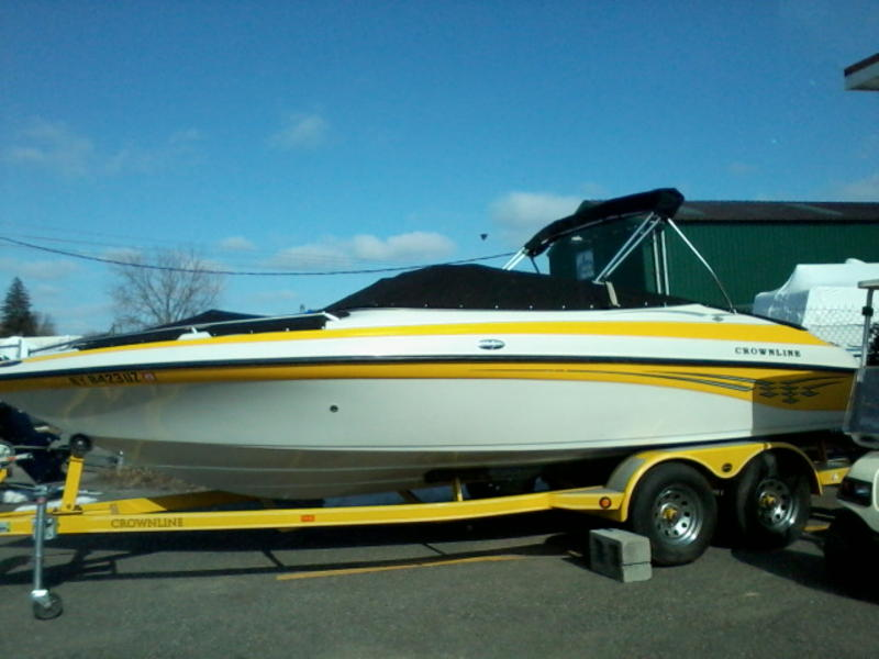 2003 Crownline 21 ft Bowrider located in New York for sale