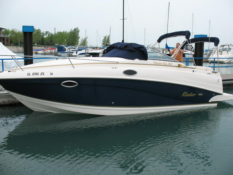 2005 Rinker 250 Fiesta Vee located in Illinois for sale