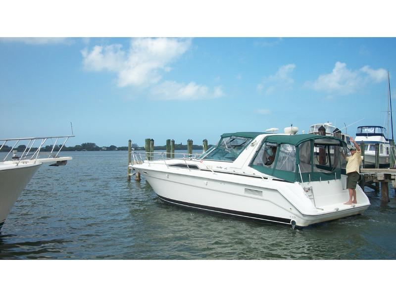 1991 Sea Ray 350 Express Cruiser located in Florida for sale