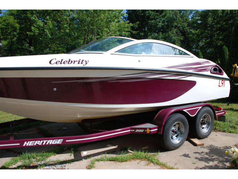 1997 Celebrity 200 Bowrider located in Illinois for sale