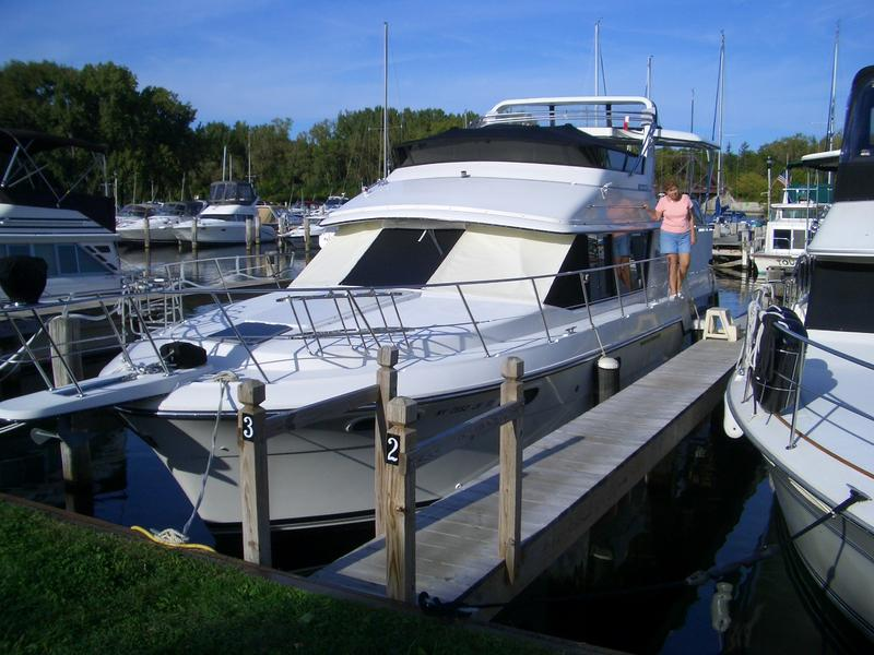 1990 Carver 3807 Aft Cabin located in New York for sale