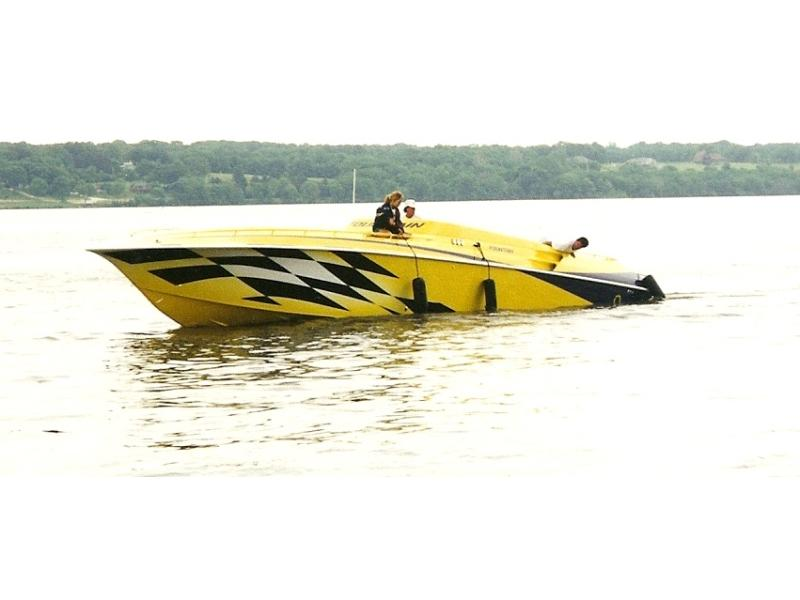 1999 Fountain 47 Lightning located in Iowa for sale