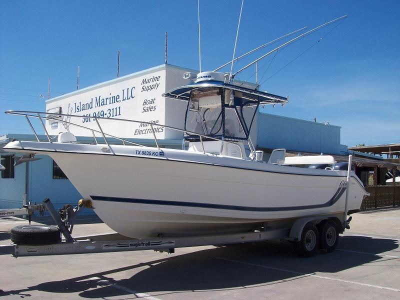 2000 Cobia 264 Center Console located in Texas for sale