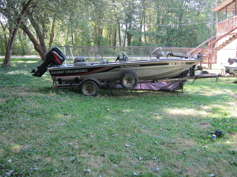 2001 Bass Tracker Pro Crappie located in Michigan for sale