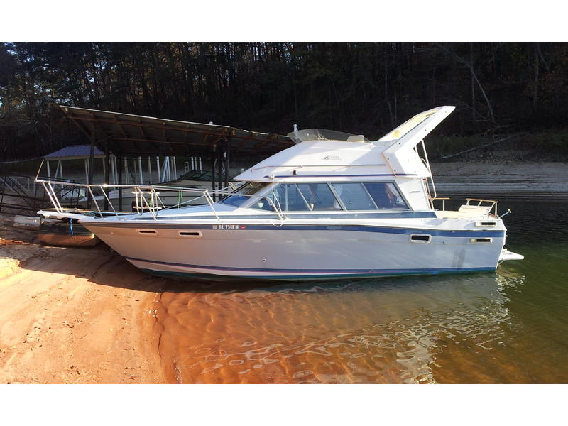 1989 Bayliner 2858 Command Bridge located in Georgia for sale