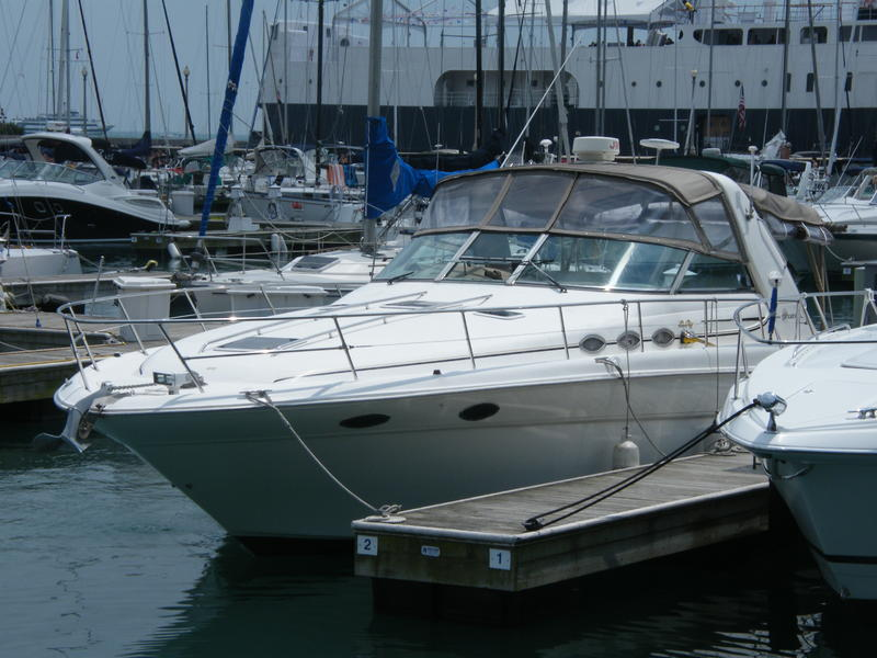 1998 Sea Ray Sundancer 370 located in Illinois for sale