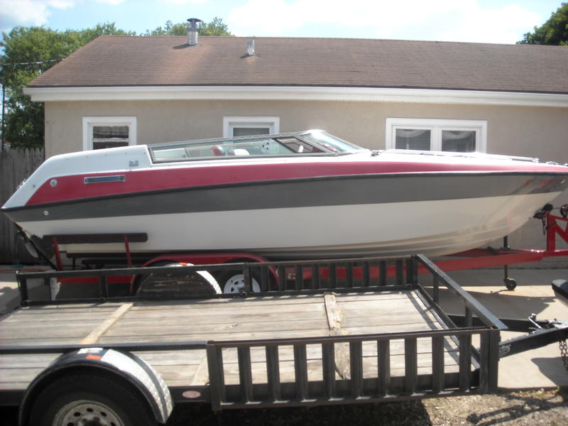 1990 Four Winns Liberator located in Iowa for sale