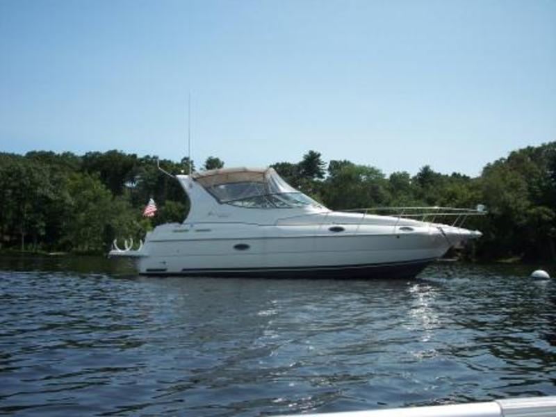 2001 Cruisers Yachts 3075 Express located in Connecticut for sale