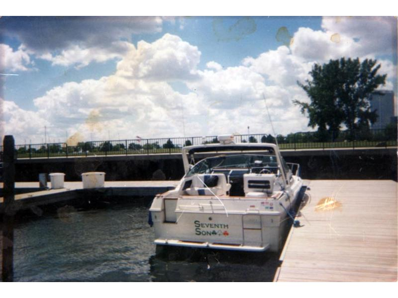 1989 sea ray 300 weekender located in Illinois for sale