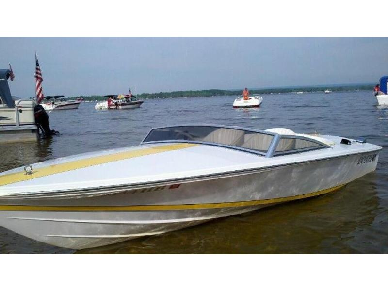 1999 Donzi Sweet 16 located in New York for sale