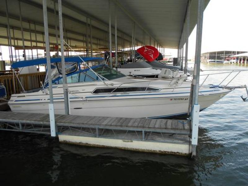 1985 Sea Ray Weekender 32 located in Texas for sale