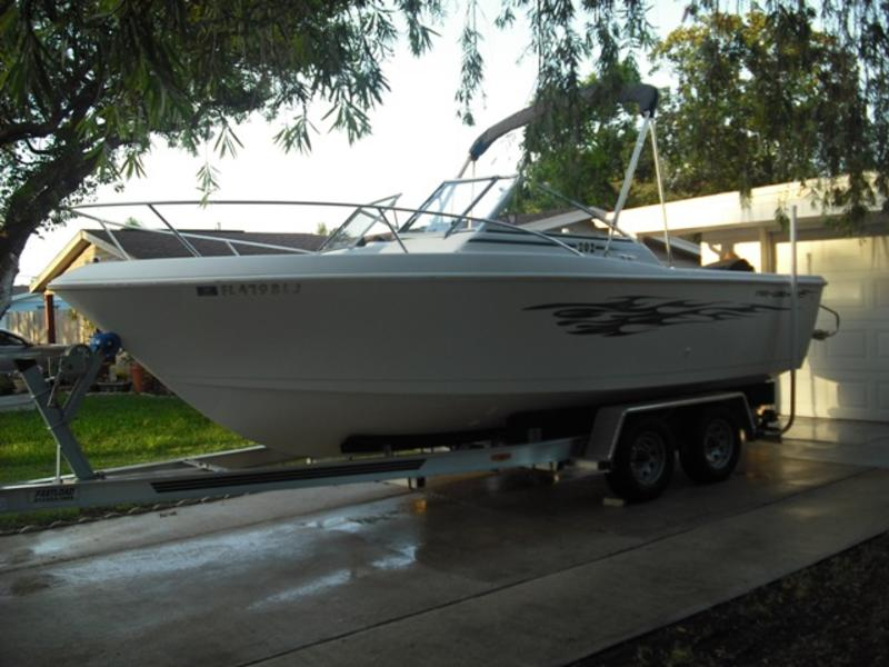 1996 PROLINE 202 DUEL CONSOLE located in Florida for sale