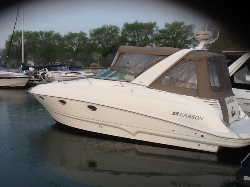 2004 Larson 310 Cabrio located in Wisconsin for sale