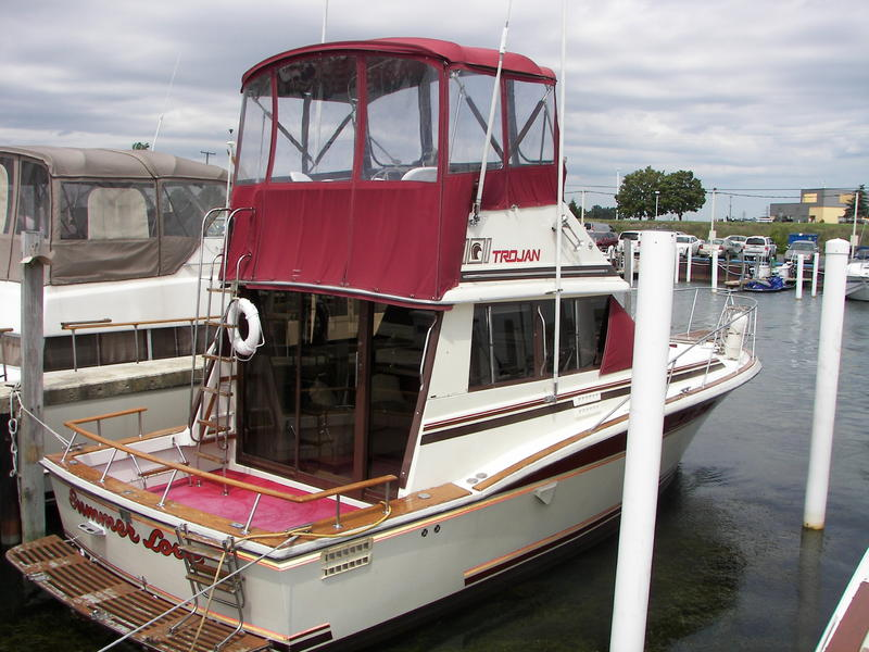 1982 Trojan 323 Flybridge located in Michigan for sale