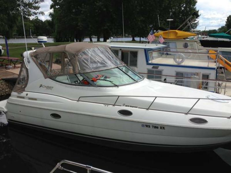2000 Cruisers Inc 3075 located in Wisconsin for sale