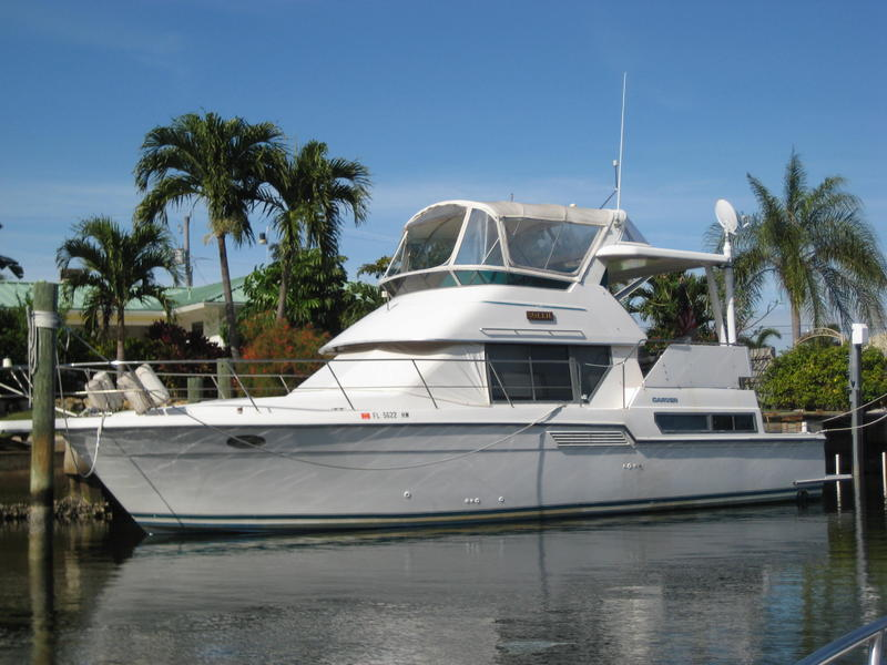 1994 Carver 390 CPMY located in Florida for sale