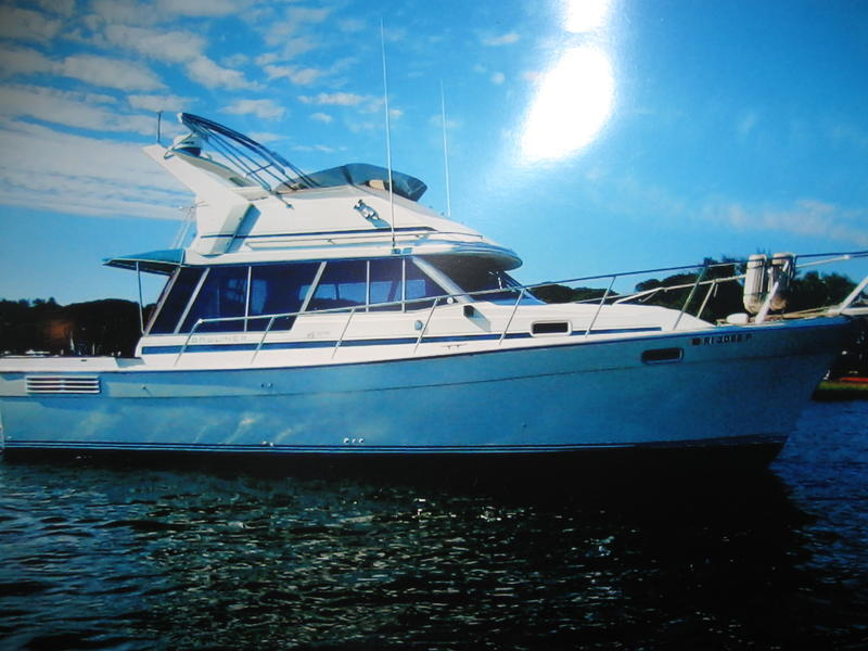 1988 Bayliner 3218 Flybridge Motoryacht located in Rhode Island for sale