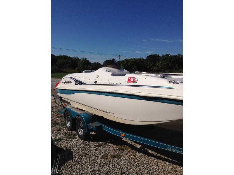 2002 Hurricane FunDeck Boat GS 188 located in Indiana for sale