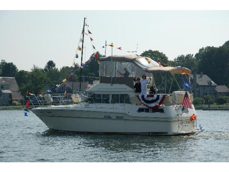 1983 Sea Ray 355 located in Rhode Island for sale