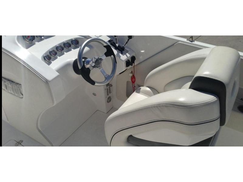 2008 magic 28 ft deckboat located in Arizona for sale
