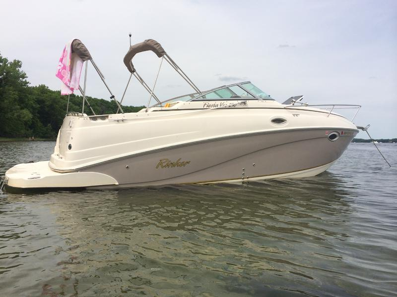 2005 Rinker Fiesta Vee 250 located in Minnesota for sale