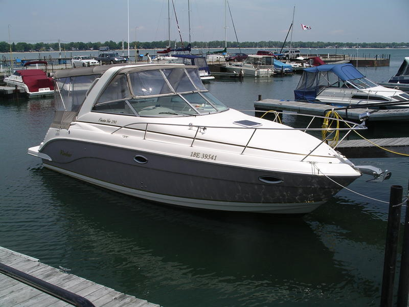 2004 Rinker Fiesta V 290 located in  for sale