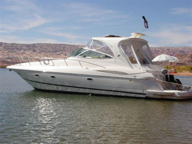 2004 Cruisers Yachts 440 Express located in Utah for sale